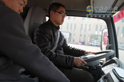 中国卡车网记者试驾福田奥铃中卡