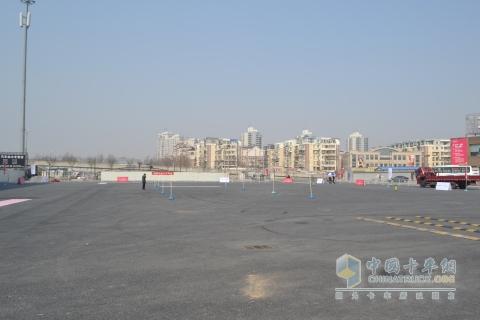 本次试驾会的场地位于北京东四环的酷车小镇内