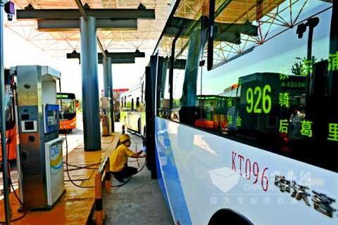 青岛首个公交加气站试运行