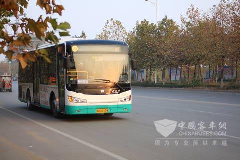 混合动力车40辆,微型社区摆渡巴士34辆,其中40辆中通气电混合高清图片