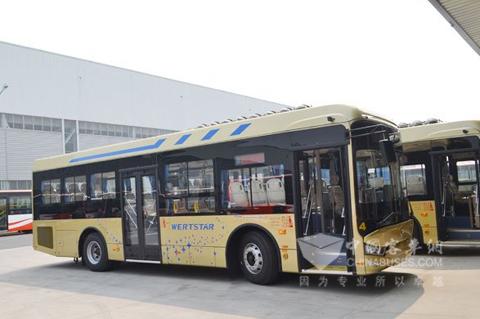 公共汽车的英文-亚星新型旅游公交车将在江苏扬州上路高清图片