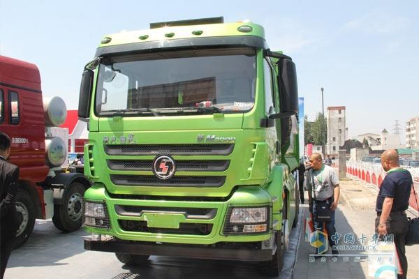 德龙新M3000双燃料6*4新型环保渣土车
