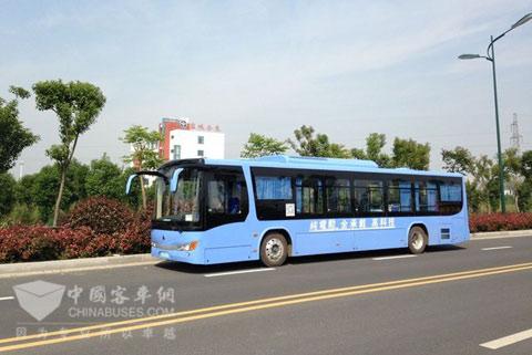 我国最大续航里程纯电动公交大巴