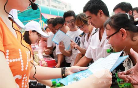 在济南活动现场用户积极参与活动