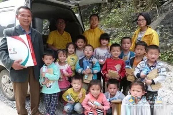玉柴募集7000份爱心送给山区贫困儿童