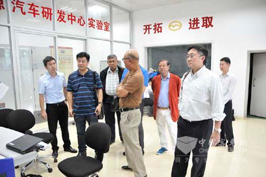泰国代表团参观五洲龙新能源研发实验室