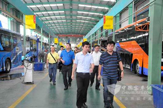 泰国代表团参观五洲龙车间生产线