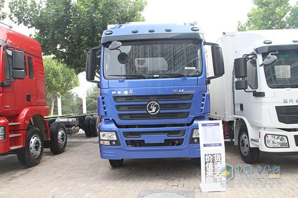陕汽德龙新M3000 6X2载货车