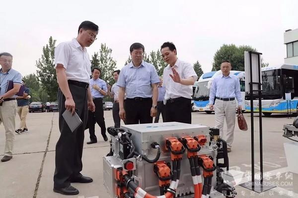 亿华通新一代燃料电池发动机产品发布 清华大学校长邱勇院士点赞支持
