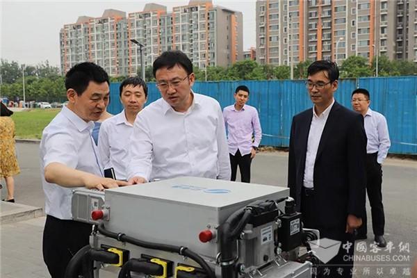 北京市经信局局长王刚走进亿华通 调研燃料电池客车