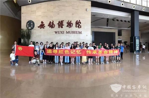 江苏:追寻红色记忆 传承革命精神 无锡公交团委组织开展主题团日活动