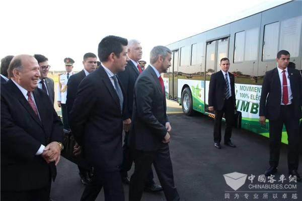 总统亲自试驾为中通客车点赞,首批中通纯电动公交车服务巴拉圭