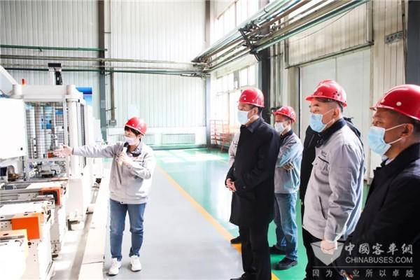 丹东市委书记裴伟东到访曙光汽集团车桥工厂 调研复工复产工作
