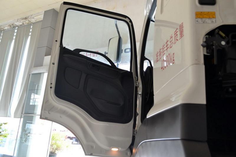 广汽日野 700系列重卡 420马力 6X4 国四牵引车(YC4250SS2PK4)驾驶室图片