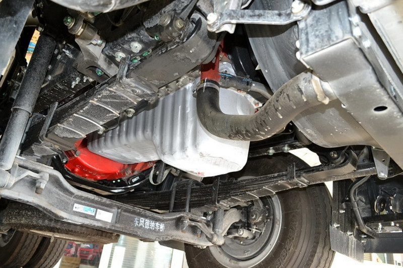 广汽日野 700系列重卡 420马力 6X4 国四牵引车(YC4250SS2PK4)底盘图片