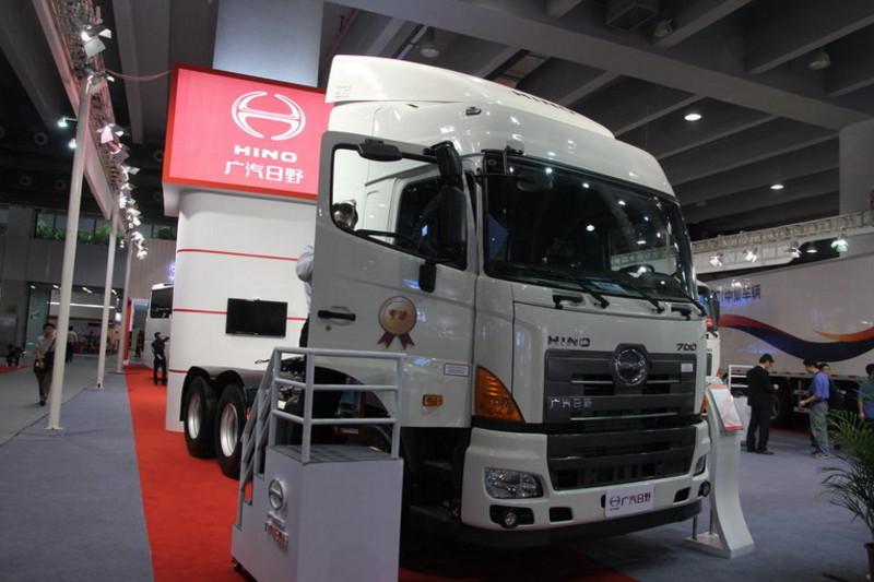 广汽日野 700系列重卡 350马力 6X4 国四牵引车(YC4250SS2PK4)