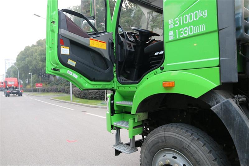 一汽解放 J6P重卡 420马力 8X4 8.2米 国五自卸车(CA3310P66K24L6T4AE5)驾驶室图片