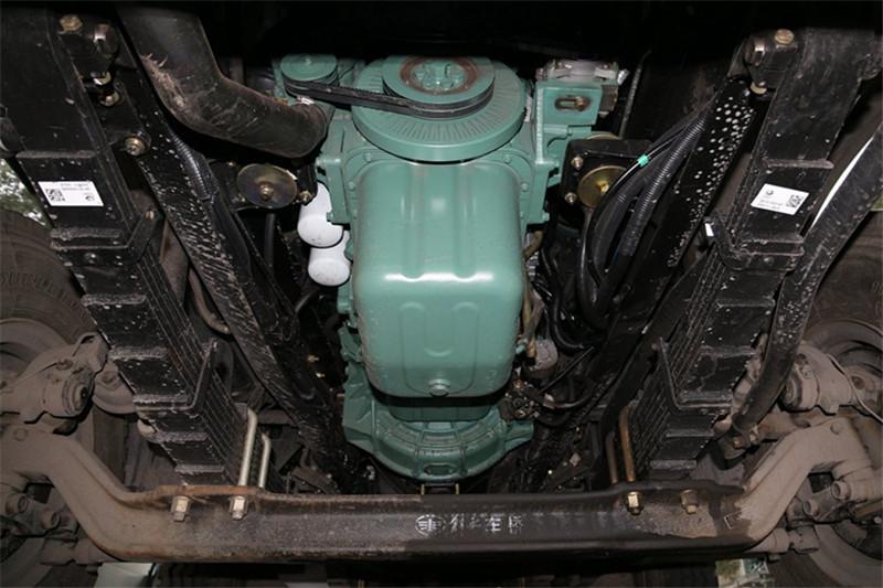 一汽解放 J6P重卡 420马力 8X4 8.2米 国五自卸车(CA3310P66K24L6T4AE5)底盘图片