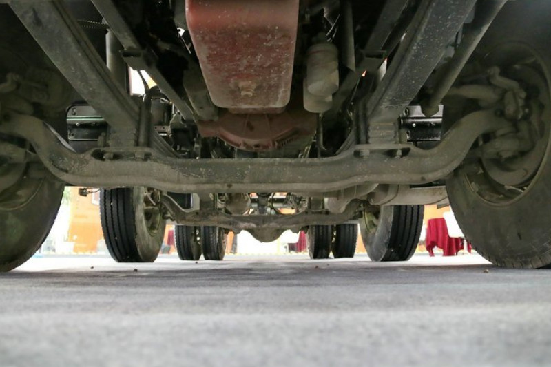 联合卡车 V340重卡 2015款 340马力 6X2 国四 牵引车(SQR4251D6ZT2-2)底盘图片