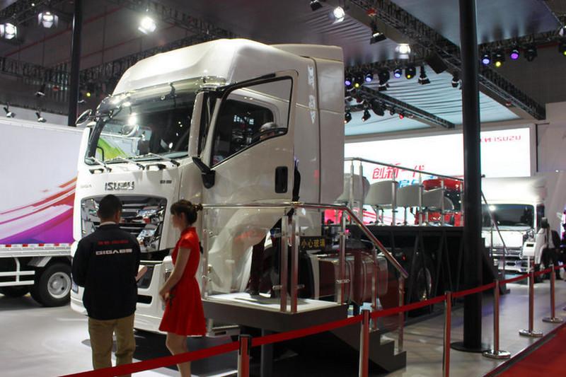 庆铃 五十铃巨咖 420马力 4X2 国五 牵引车(QL4180W1KDR)