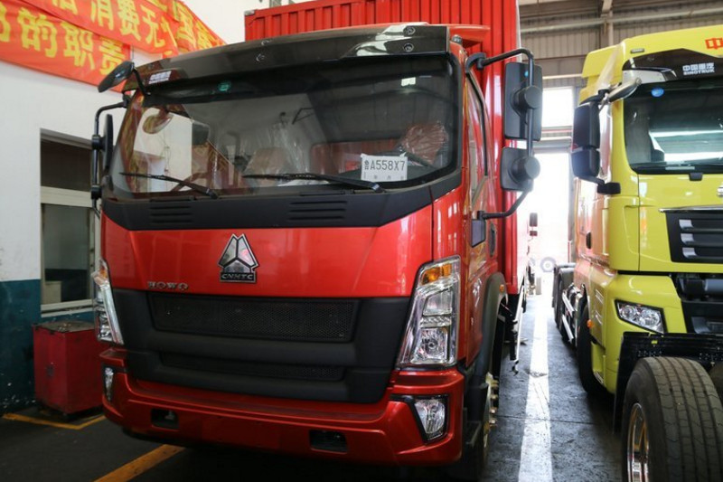 中国重汽HOWO G5X中卡 210马力 6.8米 4X2 国五厢式载货车(ZZ5167XXYG521DE1A)