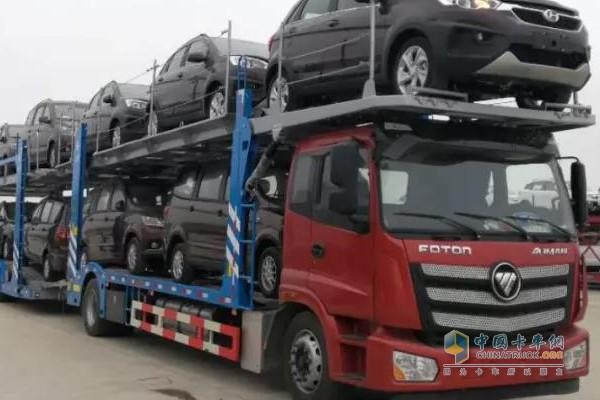 装满轿车的欧曼中置轴轿运车